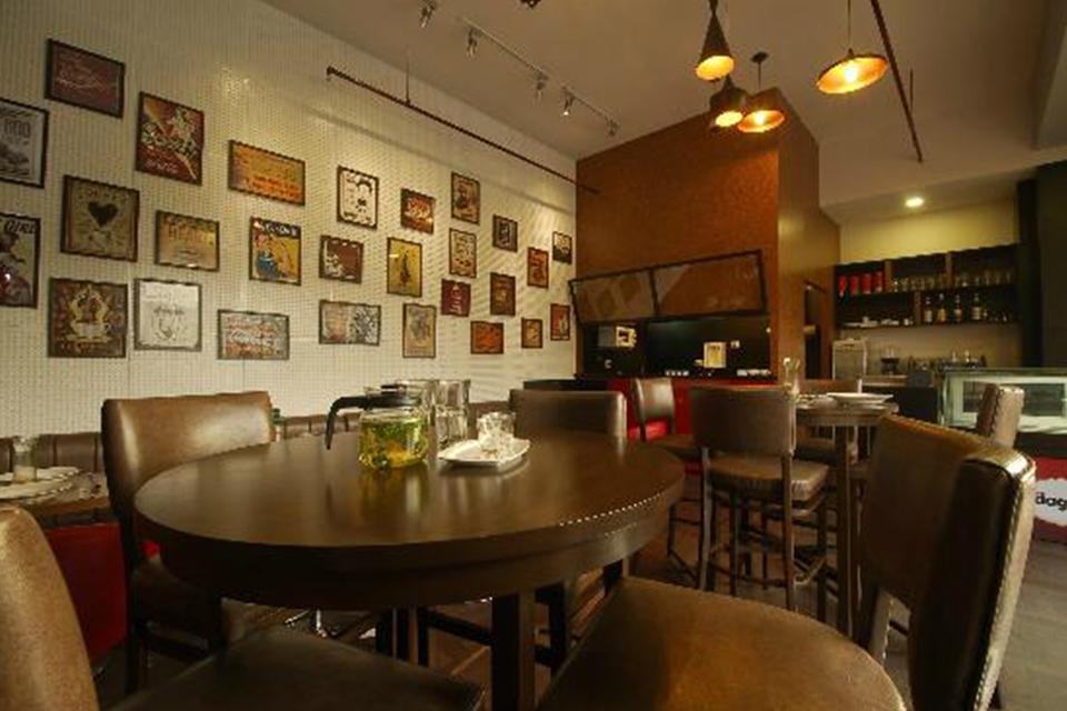 f5-cafe-bar-01